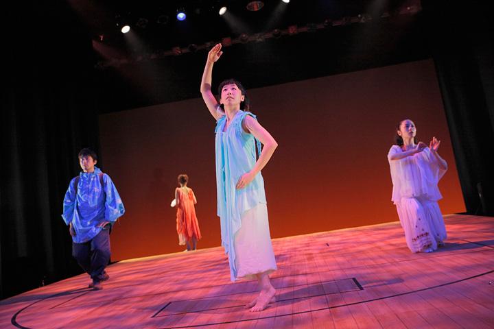 2012年『義経千本桜』より「吉野山」の場面 撮影:清水俊洋 演出・振付:白神ももこ