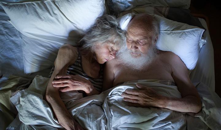 ハンネ・ファン・デル・ワウデ『Ben and Emmy in bed, series Emmy's World』2013年 ©Hanne van der Woude