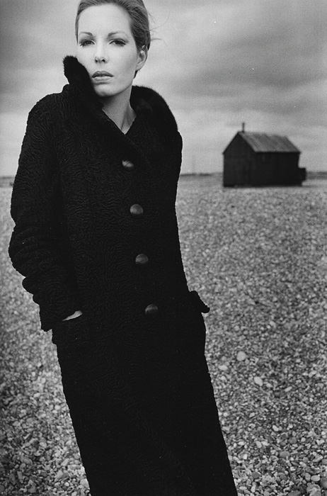 Serie『Furs on the Beach』 Harper's Bazaar, Londres 1965 ©The Estate of Jeanloup Sieff / G.I.P.Tokyo