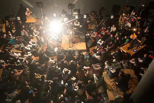 『Asian Meeting Festival 2015』公演風景 ©Kuniya Oyamada / ENSEMBLES ASIA