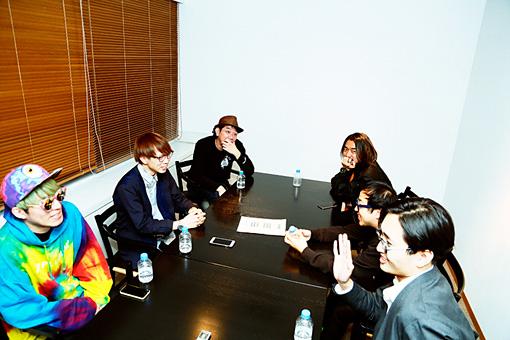 左手前から時計回りに:BOZO、YGQ、鶴岡雅浩、田辺秀伸、スミス、山崎連基