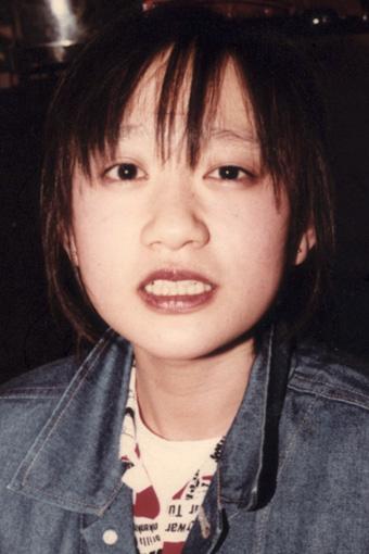 戸川純 / 写真は20歳の誕生会で撮影されたもの。渋谷区・センター街にあったニューウェイブ喫茶店「ナイロン100%」にて