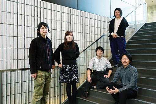 本展の出品作家5名。左から:齋藤陽道、出和絵理、小野耕石、丸山純子、染谷聡