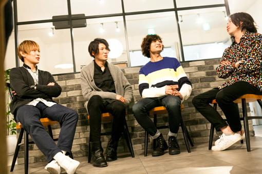 左から:辻怜次、須田原生、小関竜矢、鈴木敬