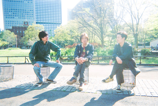 左から:出戸学(OGRE YOU ASSHOLE)、勝井祐二(ROVO)、櫻木大悟(D.A.N.)