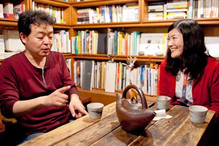 画像左から:長濱博史、しのさきあさこ(宇宙人)