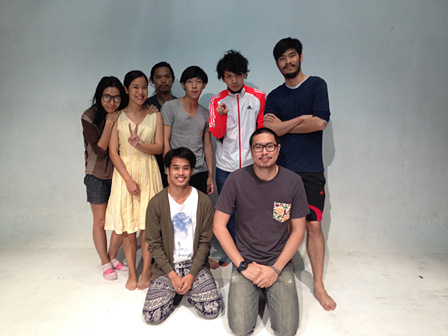 Democrazy Theatreと山本卓卓 撮影:Teeraphan Ngowjeenanan