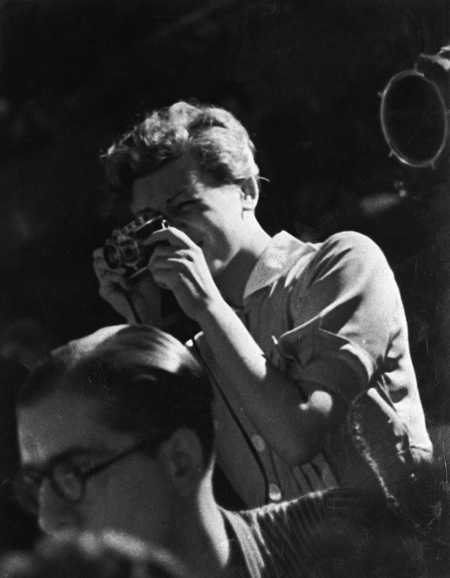 CINRA.NET カルチャーは、とまらない、とめられない。                              ニュースロバート・キャパとゲルダ・タローの生涯と軌跡、約300点から紐解く写真展その他の画像
