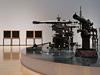 榎忠の東京初個展『LSDF-014』、過去最大サイズの大砲を展示&祝砲パフォーマンス