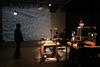 宇治野宗輝のアートプロジェクト、機械のダンスと音による「マシン・シアター」