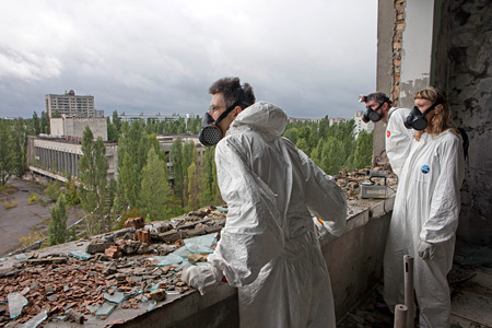 Eva and Franco Mattes『Plan C』2010  Plastic interversion, Chernobyl, Manchester,Photo by Tod Seelie
