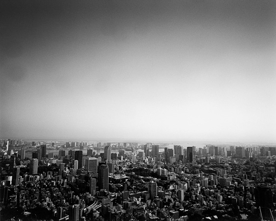 荒木経惟『トンボー・トウキョー』より 荒木経惟の写真集『トンボー・トウキョー』、東京の過去と現在