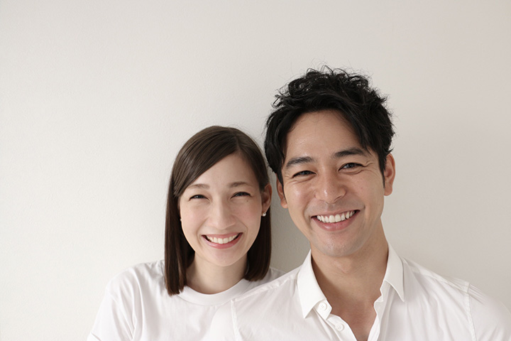 左からマイコ、妻夫木聡