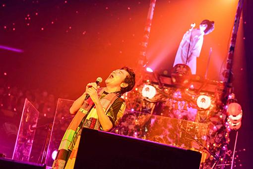 『桑田佳祐 年越しライブ2016「ヨシ子さんへの手紙~悪戯な年の瀬~」』12月27日の模様。 撮影:岸田哲平