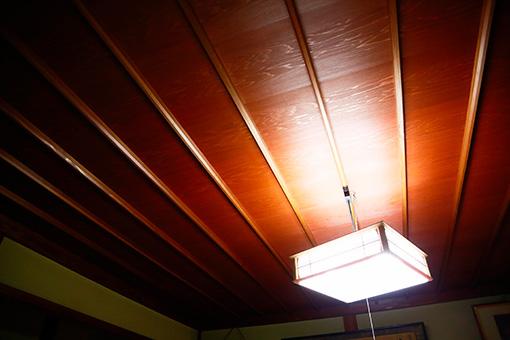 漆塗りの天井