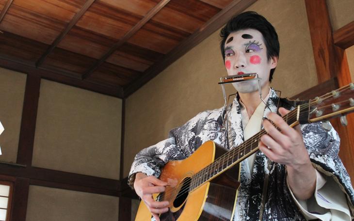 街を舞台に「どーぞ」で生まれるワクワクの話。旧平櫛田中邸で行われた謎のパーティー