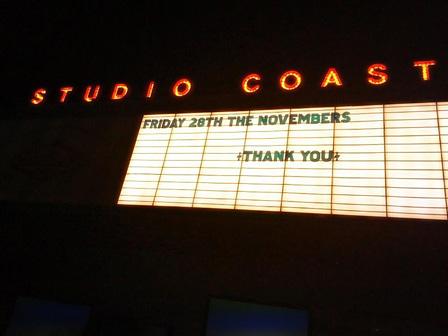 終演後のSTUDIO COAST看板 撮影:高野修平