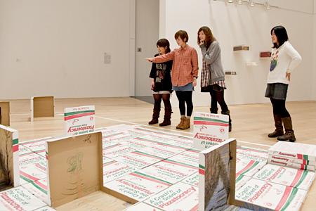 バンド「ねごと」と行く『六本木クロッシング2010展』