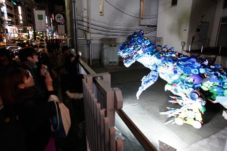 六本木アートナイト2010 《六本木あちこちプロジェクト》<br> 藤浩志《おもちゃのストリート・ガーデニング》©Roppongi Art Night Committee