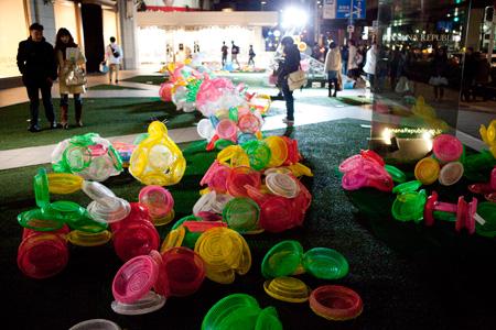 六本木アートナイト2010 《六本木あちこちプロジェクト》チェ・ジョンファ《ハッピー・ハッピー・プロジェクト》 ©Roppongi Art Night Committee
