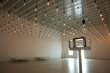 ラファエル・ロサノ=へメル『パルス・ルーム』2006年 金沢21世紀美術館蔵
