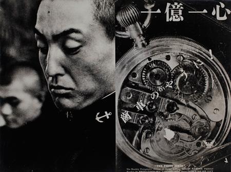 (右)土門拳 一億一心歯車のように (左)真継不二夫 海軍兵学校<br>1943年 (写真一〇〇年展複写パネルより) 日本大学藝術学部