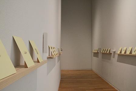 『ドローイング』、『石膏の彫刻』(2013-2014年)courtesy of the artist and Ota Fine Arts