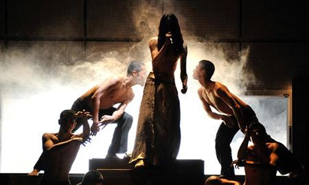 三島由紀夫が本当になりたかったのは劇作家? 『金閣寺』の世界