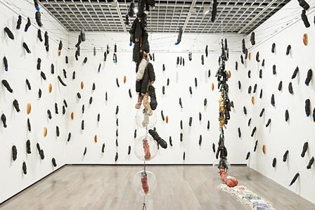 工藤哲巳『インポ哲学―インポ分布図とその飽和部分に於ける保護ドームの発生』展示風景 1961-62年 ウォーカー・アート・センター(ミネアポリス)蔵 ©ADAGP, Paris & JASPAR, Tokyo, 2013