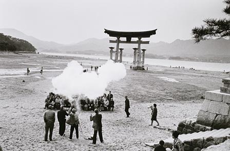 秋山亮二『旅ゆけば…』宮島の記念撮影 1970-71年