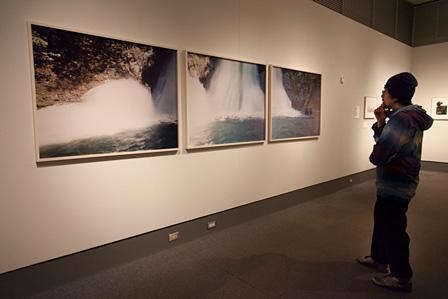 鈴木理策『海と山のあいだ6~8』2005年