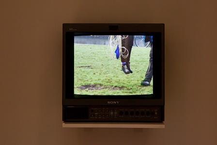 フィオナ・タン『リフト』2000年 フィルム、ビデオインスタレーション