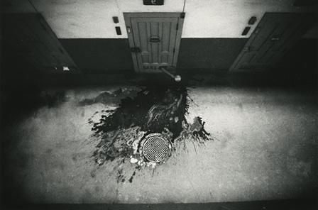 奈良原一高『「王国」より壁の中』 ©Narahara Ikko Archives