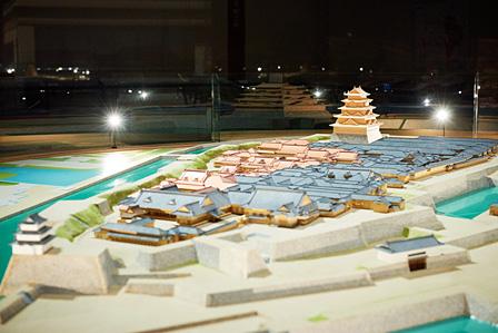模型「幕末の江戸城-本丸・二丸御殿―」(復元年代:江戸時代末期 縮尺:1/200) 写真奥、天守の下に位置するのが大奥