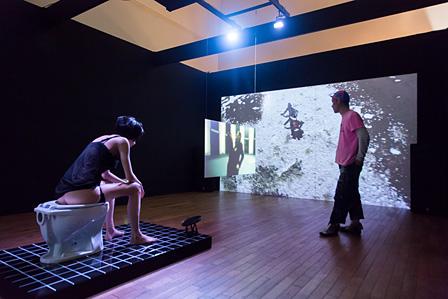 石橋義正『憧れのボディ/bodhi』(2015)展示風景