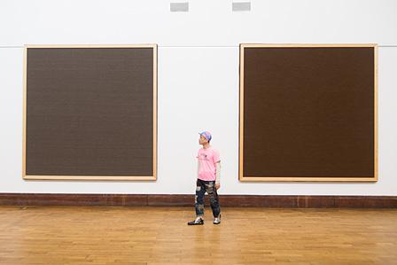 ローズマリー・トロッケル『カモフラージュ』(2006)、『スクエア・エネミー』(2006)展示風景