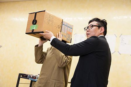 東京都写真美術館のスクールプログラムで使われている段ボールカメラ(写真家・佐藤時啓さんの考案)