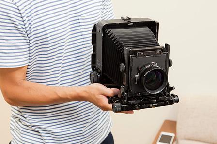 本城直季が使用する4×5インチ(シノゴ)の大判カメラ「トヨフィールド」