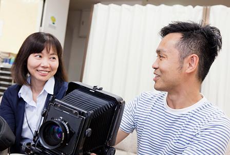 左:藤村里美学芸員(東京都写真美術館)、右:本城直季