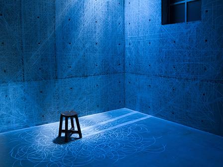 石田尚志《燃える椅子》2013年 シングルチャンネル•ビデオ © 2013 Takashi Ishida