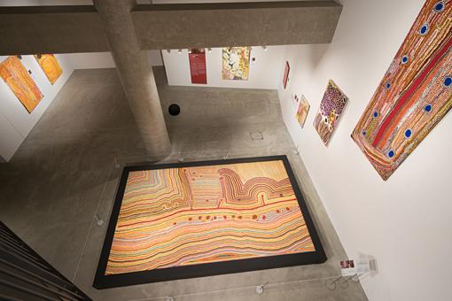 『ワンロード|現代アボリジニ・アートの世界』(提供:市原湖畔美術館 撮影:長塚秀人)