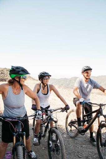 Airbnbでは、家の貸し借りだけでなく、自転車やホエールウォッチングなど「体験」も予約することができる
