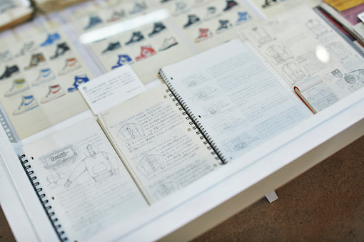 柳本によるスケッチ、ヴィンテージアイテムに関する考察が記録されたノート