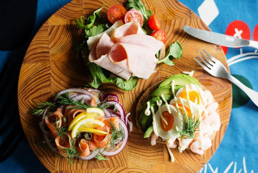 まるで日本の海鮮丼?デンマークの国民食「スモーブロー」レシピ