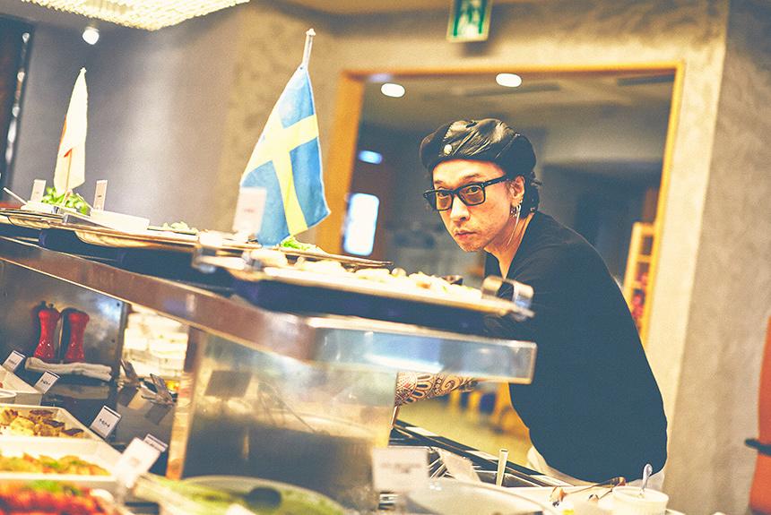 菊地成孔の美食コラム 北欧バイキング「スモーガスボード」を堪能
