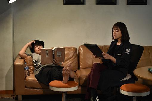 井浦新演じる中堂系とミコトの信頼関係も物語が進むにつれ、厚くなっている ©TBS