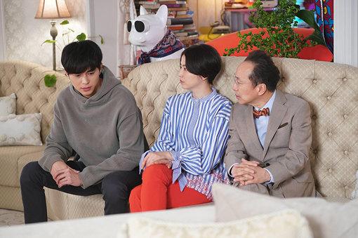 左からボクちゃん(東出昌大)、ダー子(長澤まさみ)、リチャード(小日向文世) ©フジテレビ