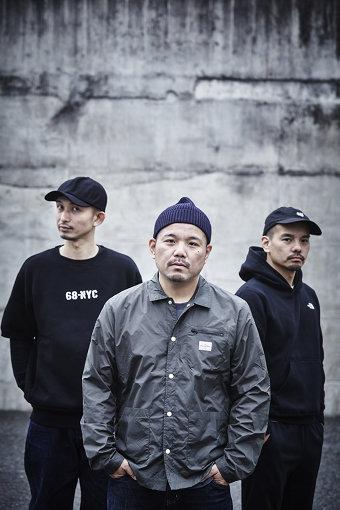 左から:DJ Mu-R、HUNGER、MITSU THE BEATS(HUNGERとMITSU THE BEATSは実の兄弟)