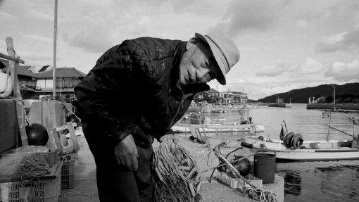 映画『港町』に登場する漁師 / ©Laboratory X, Inc