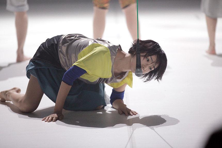 康本雅子の獣のようなダンスが、GRAPEVINEに襲いかかる